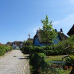 Massives Einfamilienhaus / Ferienhaus Kap Arkona auf Rügen zu verkaufen: Idyllische Lage am nördlichen Ortsrand. Fernblick zur Ostsee und den Leuchttürmen.