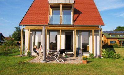 Lancken: Wohn-Ferienhaus mit Fernblick nach Hiddensee