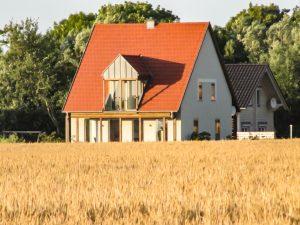 Traumhafte Immobilie auf Rügen zwischen dem Wieker Bodden und der Ostsee. Ökologisches Architektenhaus / Wohnhaus oder Ferienhaus mit Fernblick über Hiddensee, Dranske OT Lancken